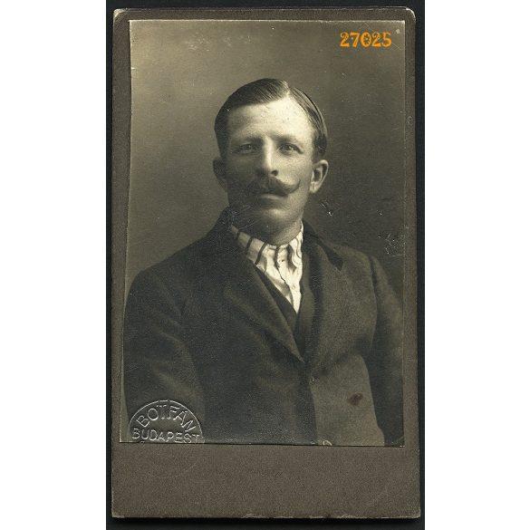 Botfán műterem, Budapest, elegáns férfi bajusszal, 1910-es évek, Eredeti CDV, vizitkártya fotó.