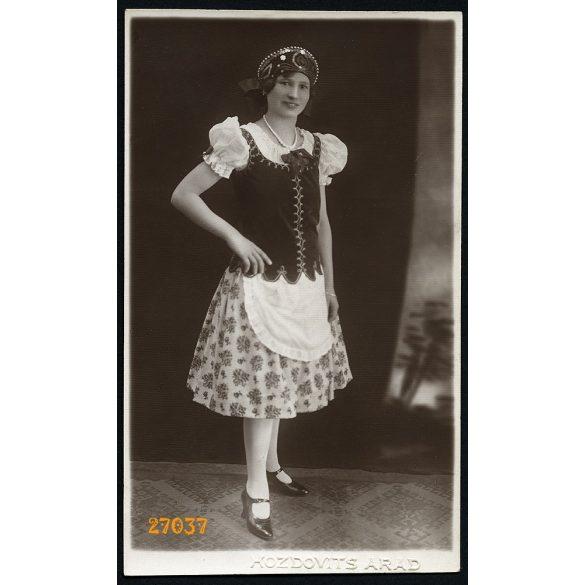 Hozdovits műterem, Arad, Erdély, magyar bál, csinos hölgy nemzeti viseletben, 1929, 1920-as évek, Eredeti fotó, papírkép.