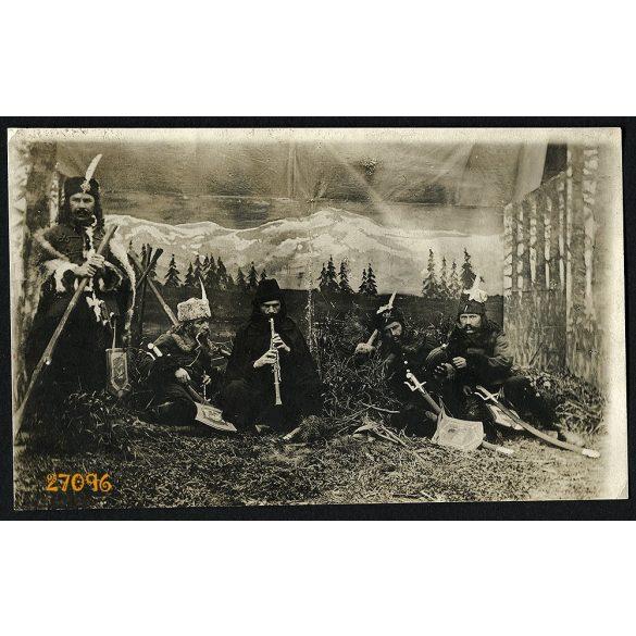 Honfoglaló magyarok, népszínmű (?), jelmez, egyenruha, kard, katona, különös, színház, művészet, Eredeti fotó, papírkép.