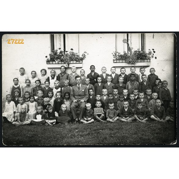 Az alsószemenyei állami elemi iskola növendékei az 1934/35. tanévben, iskolások tanítójukkal, osztály, Muraszemenye, Eredeti fotó, papírkép.