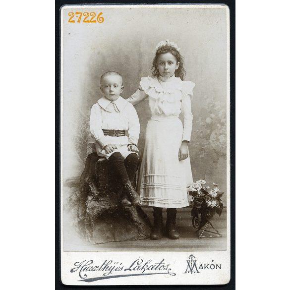 Huszthij és Lakatos műterem, Makó, elegáns gyerekek virággal, 1890-es évek, Eredeti CDV, vizitkártya fotó.