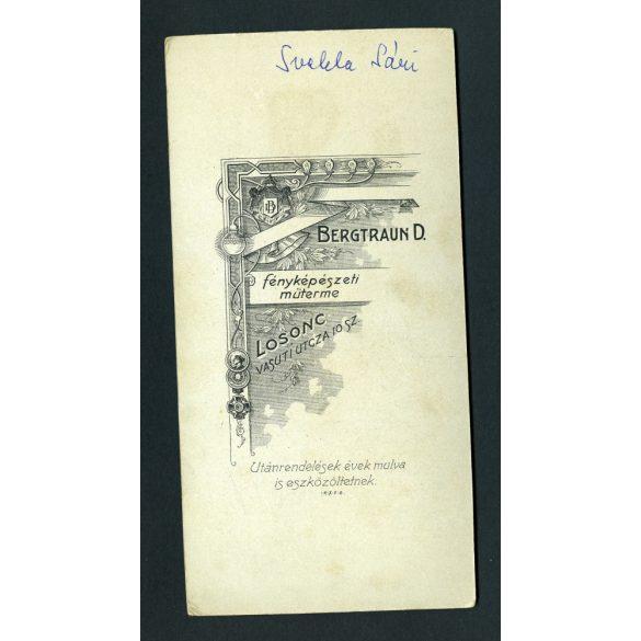 Bergtraun műterem, Losonc, Felvidék, elegáns hölgy, Svakla (?) Sári portréja, 1900-as évek, Eredeti kabinetfotó.