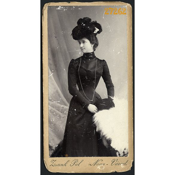 Zsunk műterem, Nagyvárad, Erdély, elegáns hölgy kalapban, muff, portré, 1900-as évek, Eredeti kabinetfotó, sarkai sérültek.