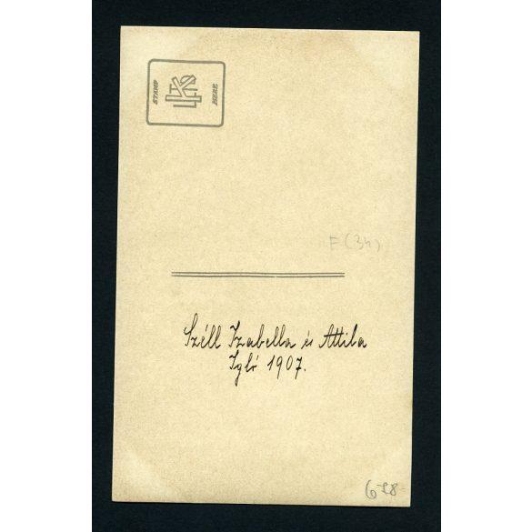 Széll Izabella és Attila, Igló, Felvidék, elegáns testvérek sapkában, gyerekportré, 1907, 1900-as évek, Eredeti fotó, papírkép.