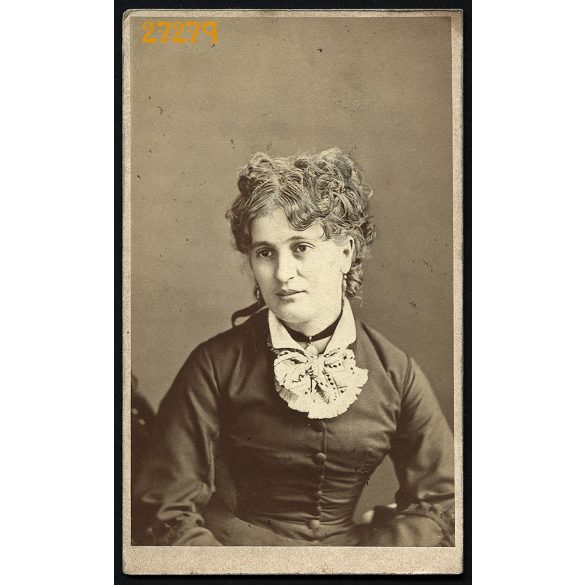 Camilla műterem, Nagyszeben, (Hermannstadt), Erdély, Szábel Laura (szül. Schwartz), hölgy portréja, (a Szábelek örmény kereskedőcsalád) 1870-es évek, Eredeti CDV, vizitkártya fotó.