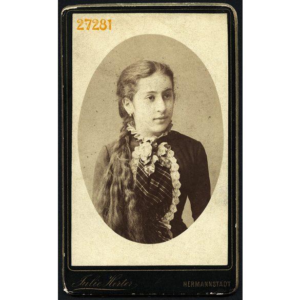 Herter Júlia műterme, Nagyszeben (Hermannstadt), Erdély, Szábel Berta gyönyörű hajjal, (a Szábel híres örmény kereskedő család), portré, 1880-as évek, Eredeti CDV, vizitkártya fotó.