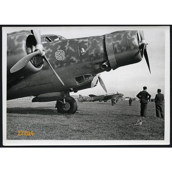 'Német és olasz gépek a csatorna partján, Anglia ellen támadásra készen. Előtérben egy olasz CANT.Z.1007. típusú hárommotoros bombázó, hátrább egy Messerschmitt Me.110. típusú rombológép., 2. világháb
