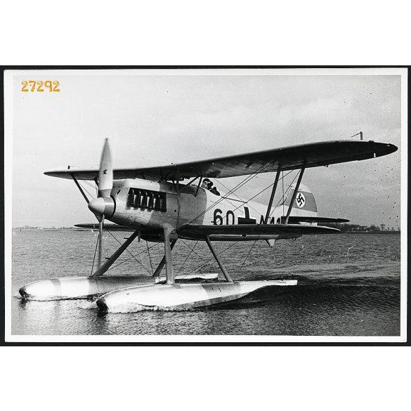 Heinkel HE 51 német biplán repülőgép, katona, 2. világháború, 1940-es évek, Eredeti nagyobb méretű gyári fotó, papírkép.