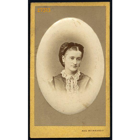 Meinhardt Ágoston műterme, Nagyszeben, (Hermannstadt), Erdély, elegáns hölgy,  Szábel Alajosné portréja, 1870-es évek, Eredeti dombornyomott technikával készült CDV, vizitkártya fotó.