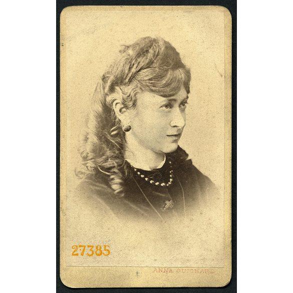 Guichard Anna műterme, Pest, elegáns hölgy portréja, ékszer, fülbevaló, nyaklánc, 1860-as évek, Eredeti CDV, vizitkártya fotó.