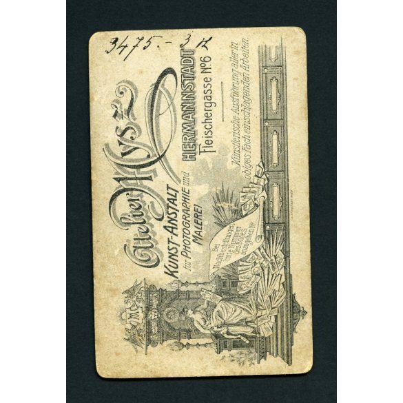 Mysz műterem, , Nagyszeben (Hermannstadt), Erdély, férfi keménykalappal, télikabátban, portré, 1900-as évek, Eredeti CDV, vizitkártya fotó.