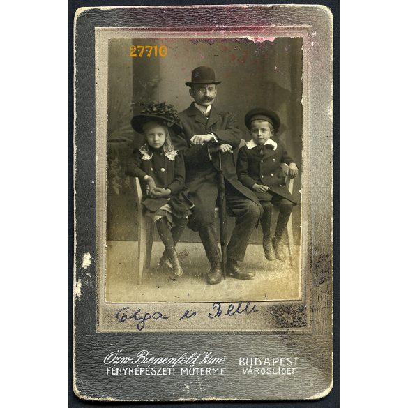 özv. Bienenfeld Zsigmondné műterme, Budapest, Városliget, nagypapa unokáival, Olga és Belli, bajusz. 1890-es évek, Eredeti CDV, vizitkártya fotó, hátlapon a fotóműterem.
