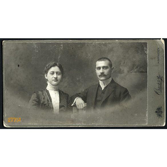 Oroszy műterem, Nagybecskerek, Vajdaság, elegáns házaspár portréja, bajusz, 1890-es évek, Eredeti nagyméretű (!) kabinetfotó.
