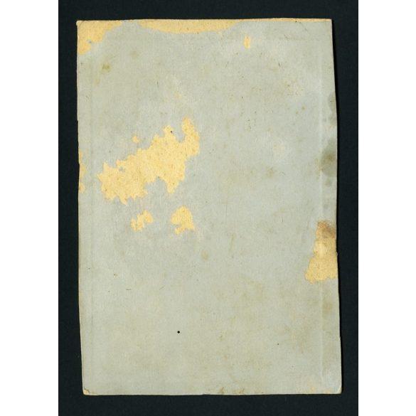 Ismeretlen alkalmi műterem, parasztember bibliával, ünneplőben, csizmában, festett háttér, portré, 1890-es évek, Eredeti kabinetfotó, szélei sérültek..