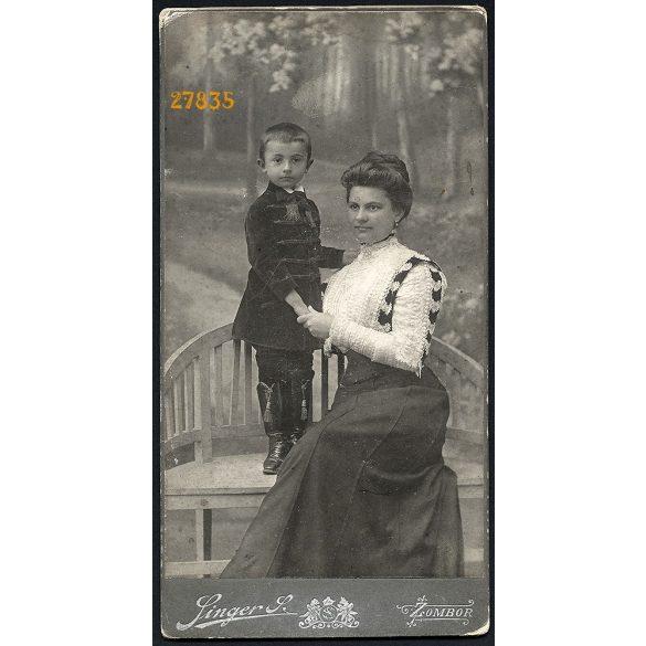 Singer műterem, Zombor, Vajdaság, kisfiú magyaros ruhában, elegáns édesanyjával,  portré, festett háttér, 1890-es évek, Eredeti nagyméretű (!) kabinetfotó.