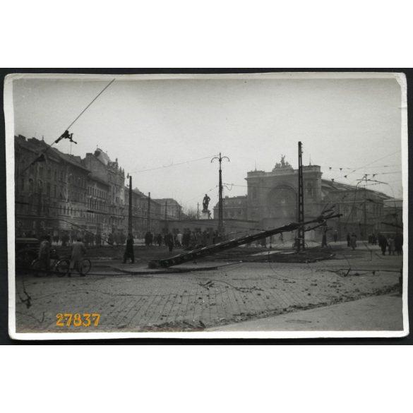 Forradalom, Budapest, Baross tér, Keleti pályaudvar, ágyú, fegyver, 1956, 1950-es évek, Eredeti fotó, papírkép.