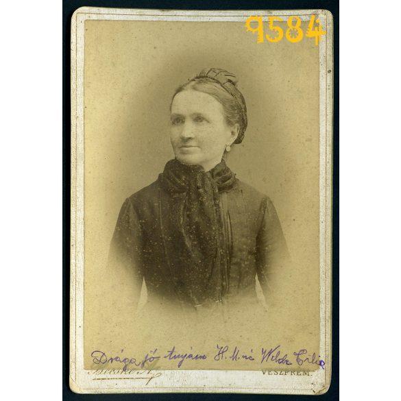 Becske műterem, Veszprém, elegáns hölgy portréja, divat, 1890-es évek, Eredeti kabinet fotó.